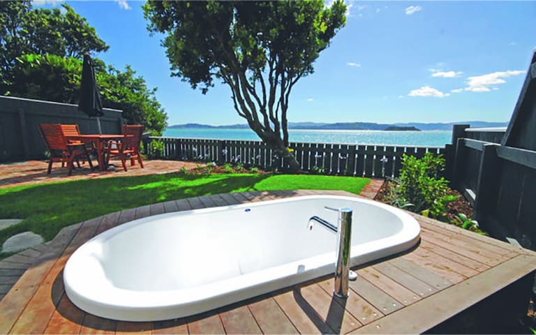 Wellington Eastbourne Beachfront Cottage Wi-Fi