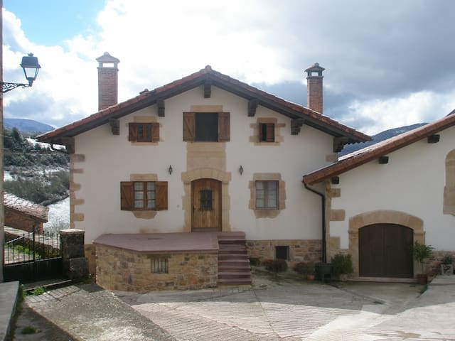 CASA RURAL PARRIOLA. HUNTZA