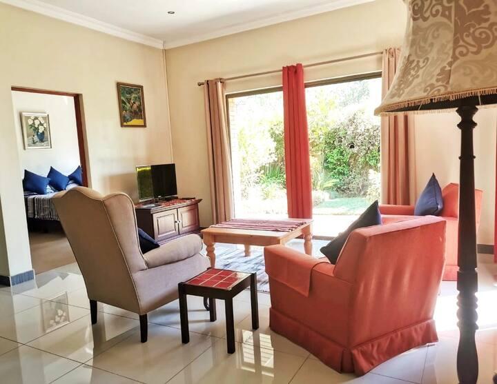 Quiet, secure and  cosy guest suite in Irene.