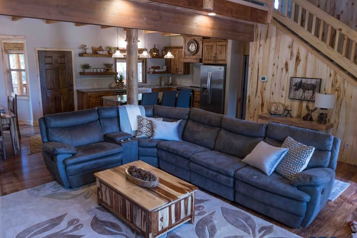 Modern and Cozy Duck Creek Cabin