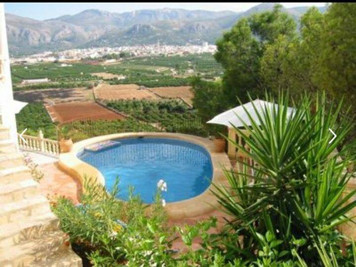Villa mit atemberaubenden Blick in Alleinlage