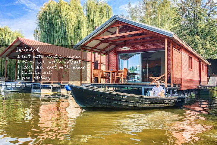 Exclusive houseboat for 6 (max 8) + boat for free