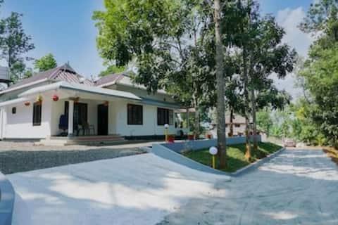 Beautiful Four Bed Room villa Near Munnar
