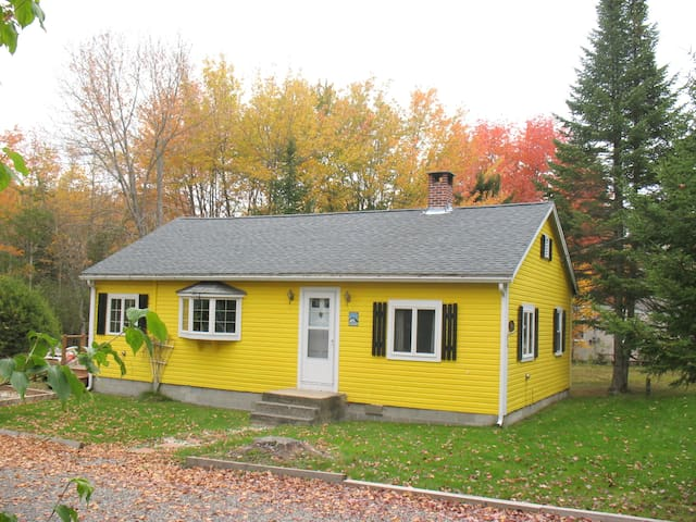 The Yellow Cottage @ Goose Rocks Beach