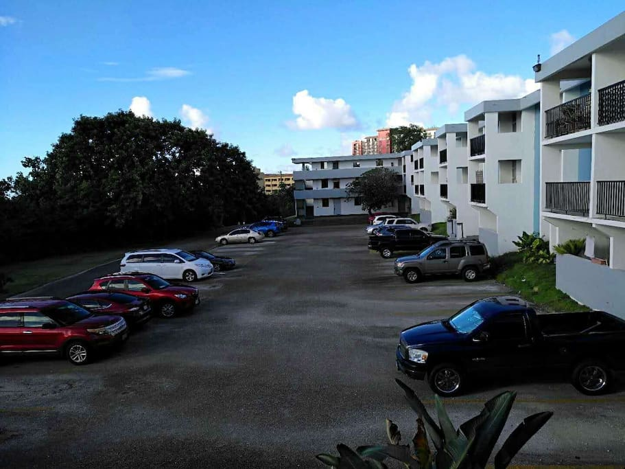 停车场️ parking lot