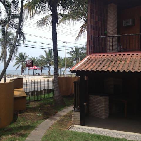 Apartamento frente ao mar c/piscina (Boiçucanga)