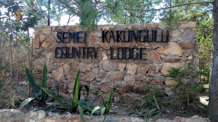 Semei Kakungulu Country Lodge