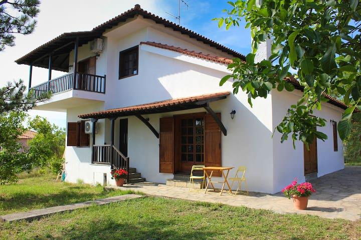 Spacious villa in Nikiti