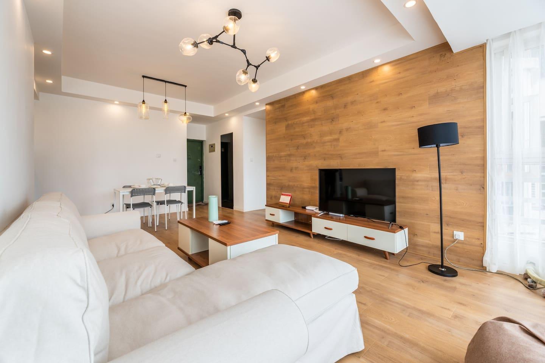客厅55寸大电视,带贵妃椅的宜家沙发,懒人沙发,超舒服
