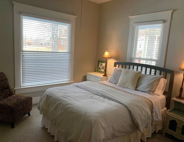Front (2nd) Bedroom: Comfortable front bedroom with a beautiful view and queen size bed.