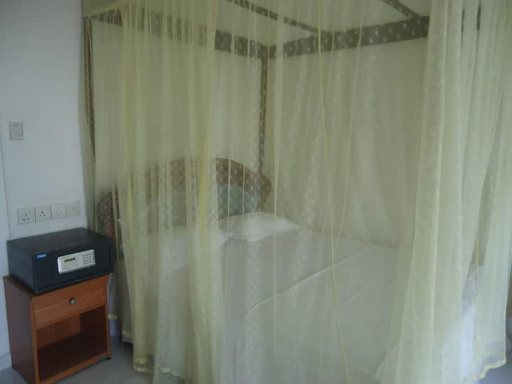 Sea view 1st double  room at Giragala Hotel