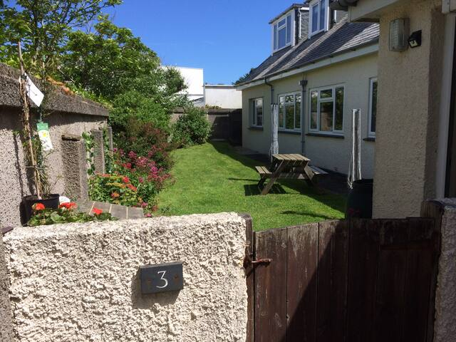 Sleeps 4+ in our Cornish property; near to beaches