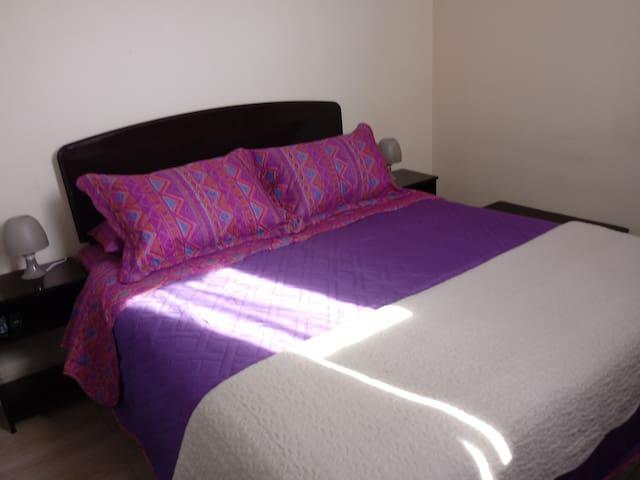 Habitación matrimonial en La Serena con desayuno