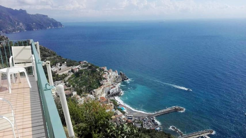 Amalfi's Holiday House: L'Infinito!