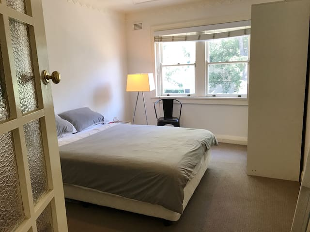 2 Bedroom + Sunroom Apartment in Elizabeth Bay - Elizabeth Bay - Apartamento