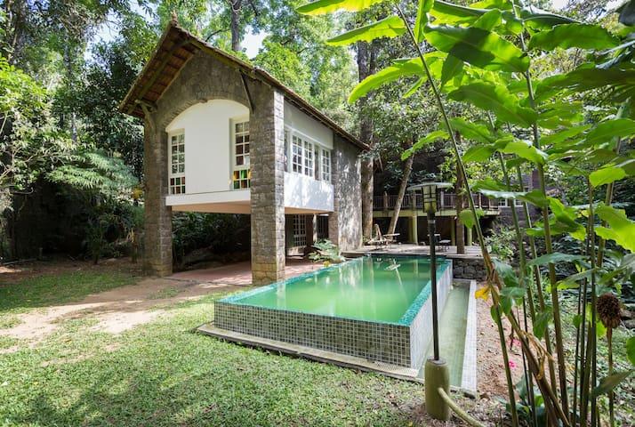 Pool view room at plantation villa - Kumily - Villa