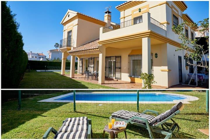 Magnífica Villa junto al Mar con Piscina