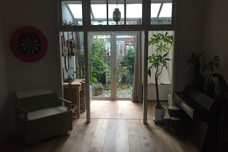 Light apartment with backyard in Amsterdam Oost - Amesterdão