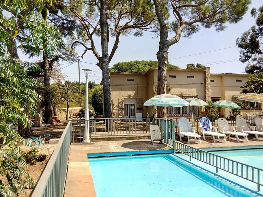Villa with pool 6 km from the beach ville in affitto a for Ville in affitto a barcellona