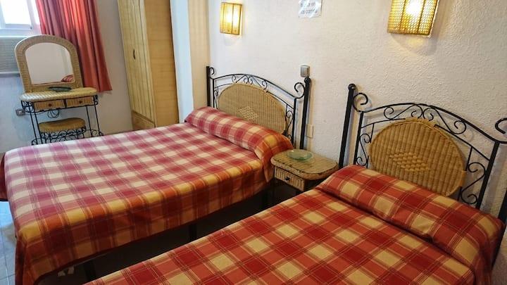 Cama Matrimonio y cama de 90 aseo fuera