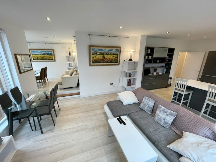 5* New Luxury Apartment City Centre with parking