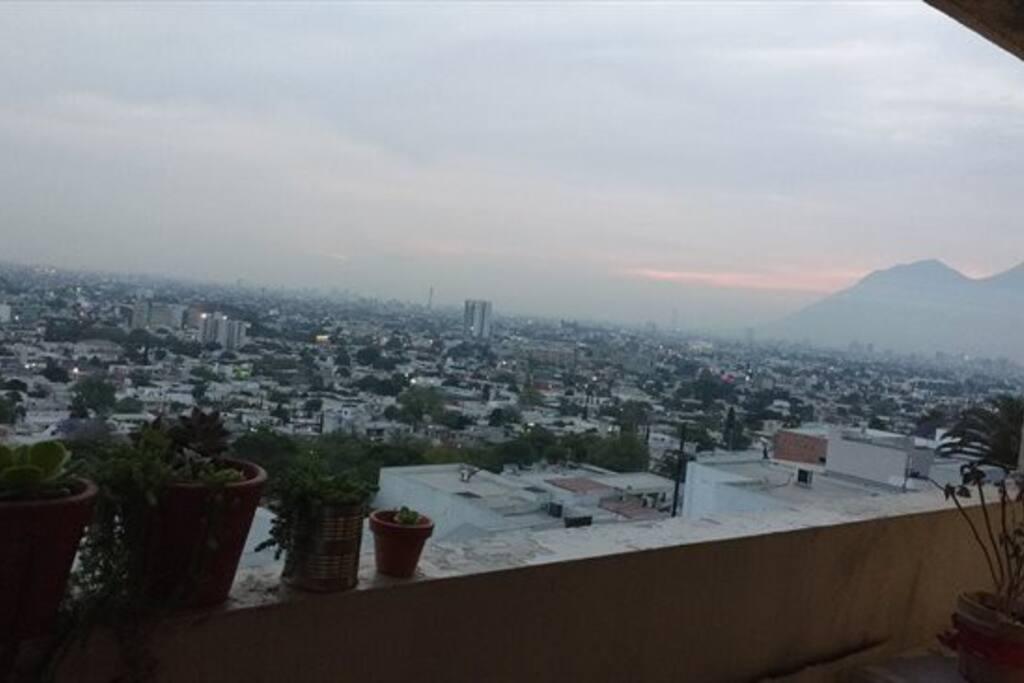 Balcón con vista al cerro de la silla