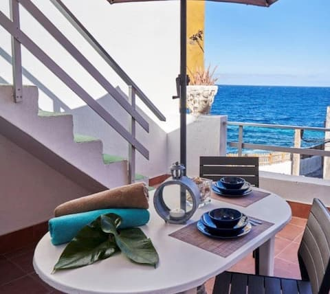 BEAUTIFUL APARTMENT IN FRONT OF THE SEA