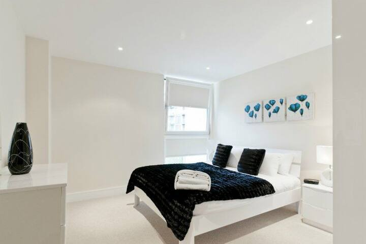 Minimalist cosy apartment with Netflix