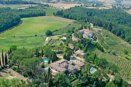 Totally Tuscany Villas- 5-star - Sciano