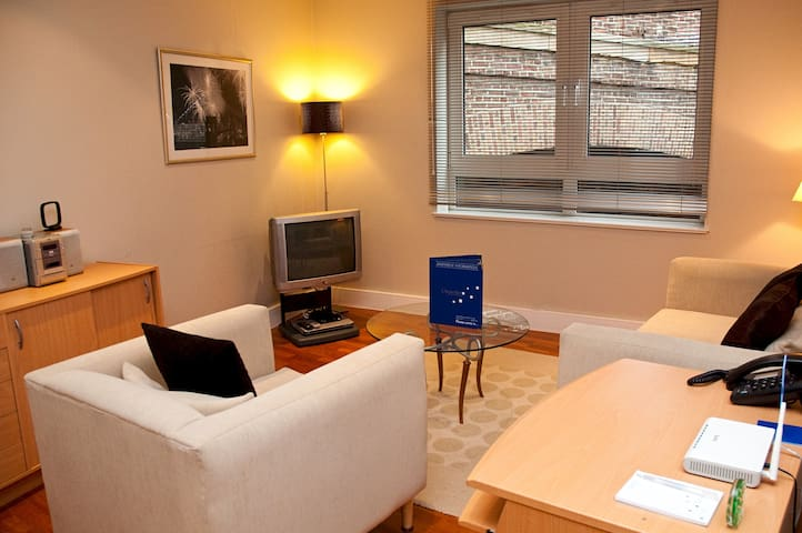 1 bed apartment, Pepys Street, Central London
