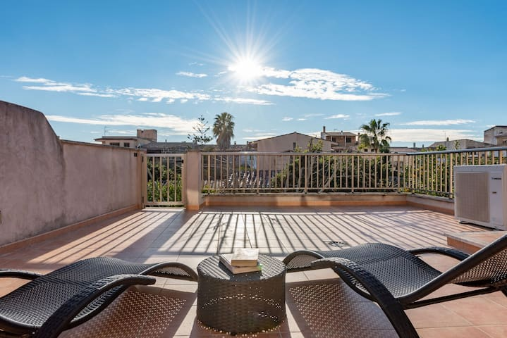 Cosy Holiday Apartment with Wi-Fi, Air Conditioning and Terrace