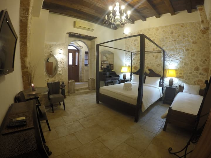 Traditionally decorated suite in Chania Old Town