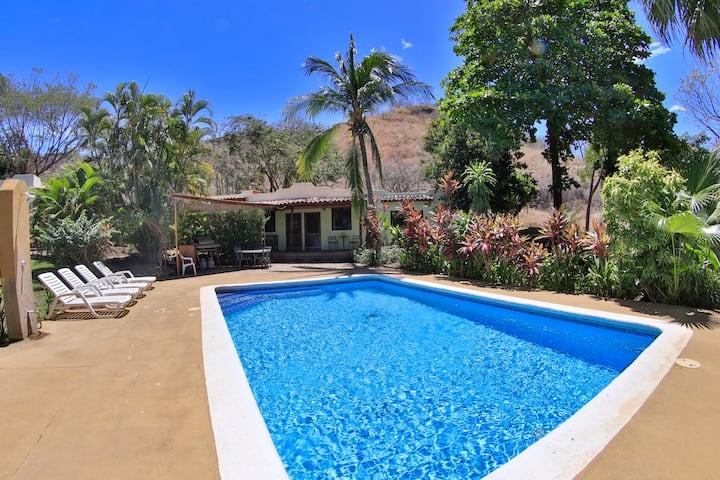 Poolside villa, sleeps 2+, location location