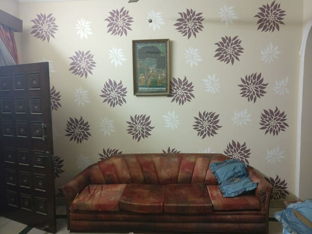 Cozy place 2BD/1BD for a stay :) - New Delhi - Maison