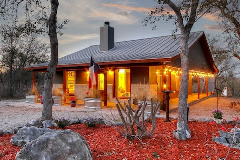 Hill Country Cottage | Romantic Luxury Retreat