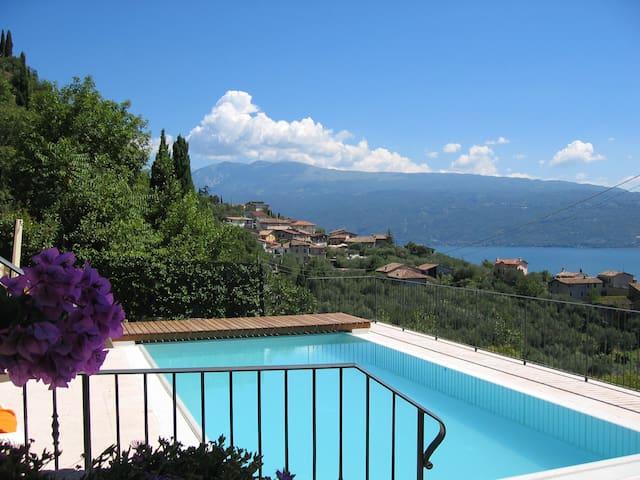 VILLA TOSCA:private pool & lake view close to town
