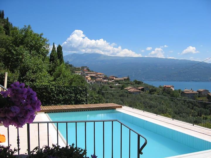 VILLA TOSCA:private pool & lake view+double garage