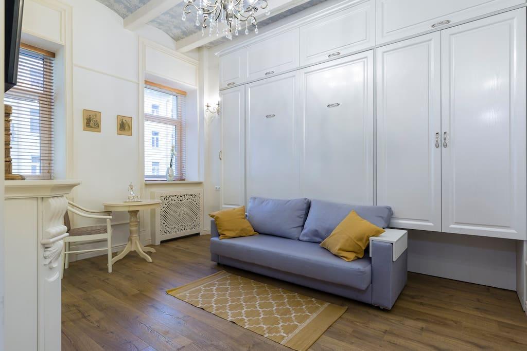 Кровать убрана в шкаф и в вашем распоряжении полноценная гостиная