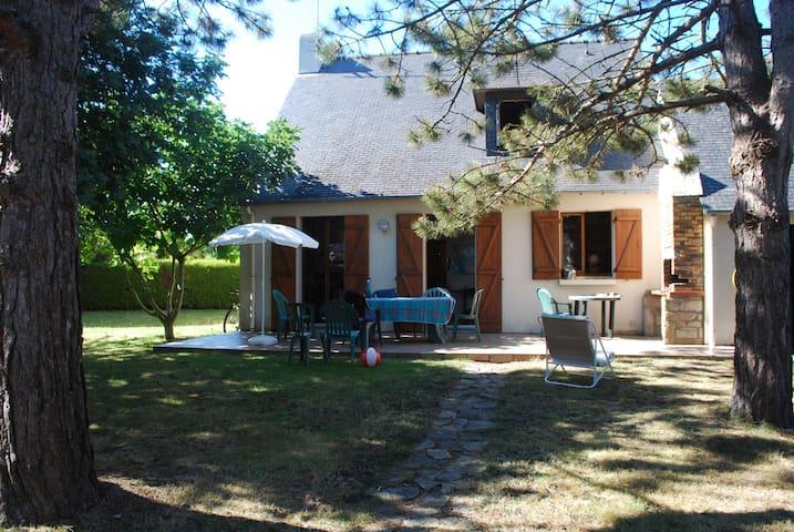 Maison de vacances avec jardin ombragé, Kerguet
