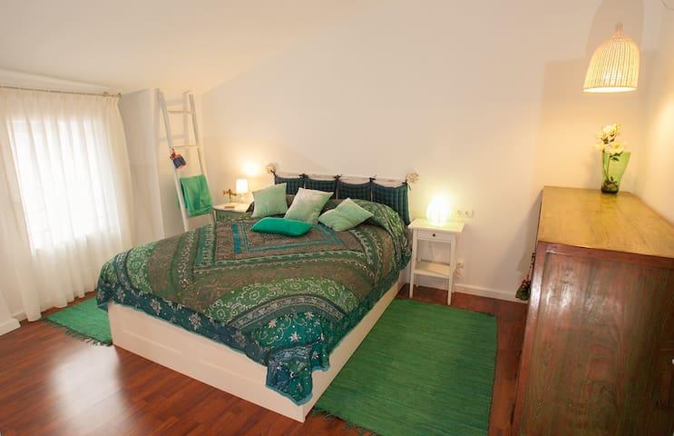 Habitación 1 con cama de matrimonio de 150 cm