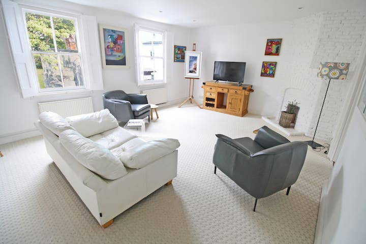 Spectacular Loft Apartment in heart of Topsham