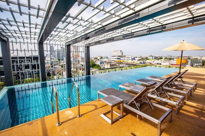 No2 Sukhumvit Road/Step BTS/Roof Swimming pool