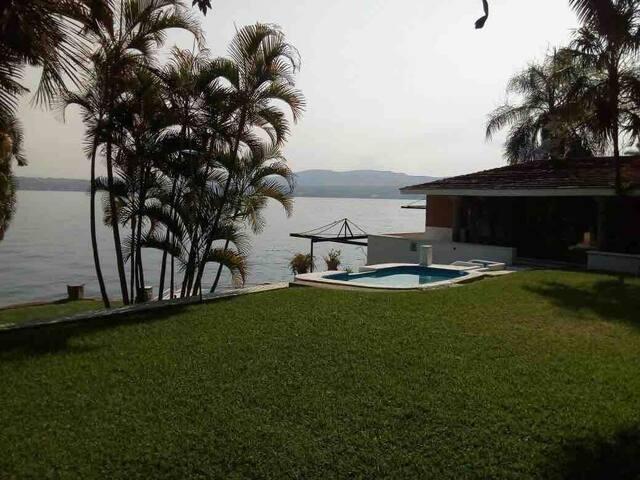 Preciosa Casa  Junto al Lago Tequesquitengo