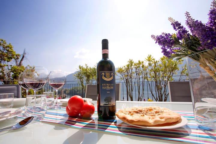 Alfresco lake view dining