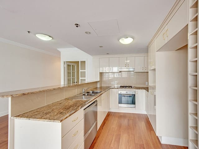 Beaut Brissie central NY style pad - Brisbane City - Pis