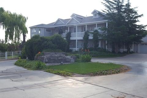 Willow Manor