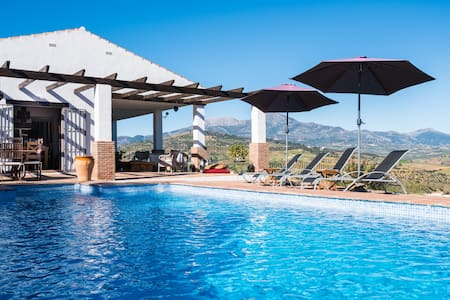 Stylish Country Villa, Private Pool - Guaro