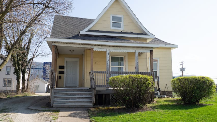 Midtown Champaign 6 bedrooms 8 full sized beds