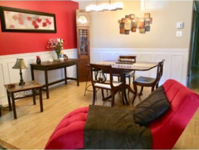 Gatineau -Ottawa Room in calm neighborhood