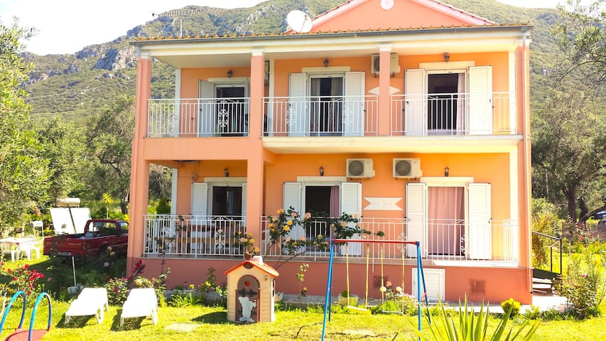 Holiday house 150m from the beach. - Chalikounas - Flat